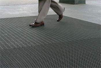 Верные способы надежной защиты от уличной грязи. Грязезащитное покрытие.